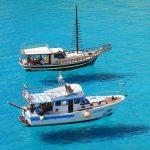 海に浮かぶ船